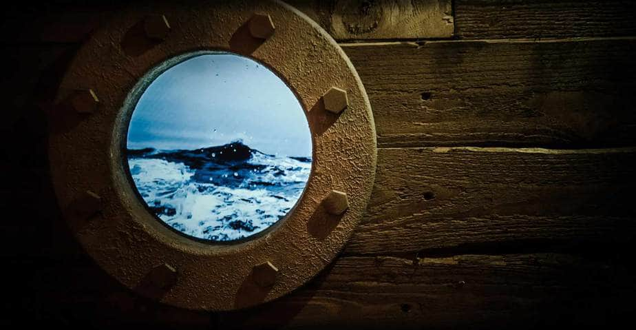 oblo con schermo titanic scenografia escape room